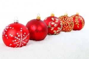Noël vermeille, noël qui émerveille ! dans ça s'est passé près de chez vous... rouge-boules-de-noel-par-petr-kratochvil-1024x682-300x199